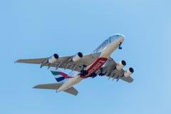 FELBRIDGE, SURREY/UK - 9 AOÛT : Émirats Airbus approchant GA Photos libres de droits