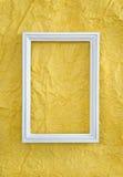 Feld auf Gelb geknittertem Papier Lizenzfreies Stockbild
