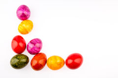 Feld aus farbigen Eiern heraus stockbild