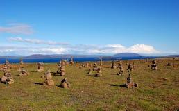 Feld der Steinhaufen in Island Stockfotos