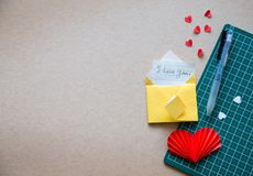 Feld des Papierhandwerks für Liebe stockfoto