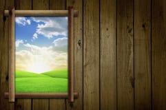 Feld durch Fenster Stockfoto