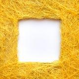 Feld gemacht vom gelben Faden, Kopienraum stockbilder
