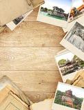 Feld mit altem Papier und Fotos Lizenzfreie Stockbilder