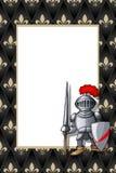 Feld mit dem Ritter mit Spieß und Schild auf dem mittelalterlichen Hintergrund