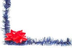 Feld mit grellem Glanz und roter Blume Stockfotografie