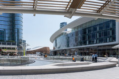 Feld moderne Gebäude Lizenzfreie Stockfotografie