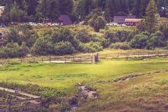 Feld oben in den französischen Alpen Stockfoto