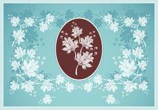 Feld oder beschriften Sie mit abstrakten Blumen auf Blau Stockfotografie