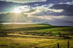 Feld unter dem irischen Himmel lizenzfreies stockbild