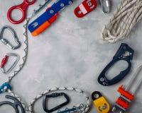 Feld von der Schutzausrüstung mit beim Klettern Lizenzfreie Stockbilder