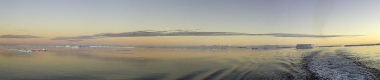 Feld von tabellarischen Eisbergen, die Antarktis Lizenzfreies Stockfoto
