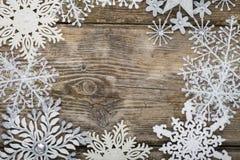 Feld von Weihnachtsschneeflocken Lizenzfreie Stockbilder