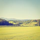 Felder und Berge Lizenzfreie Stockfotografie