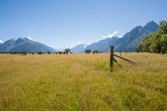 Felder und Berge Stockbilder