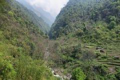 Felder und Berge in Nepal Stockfotos