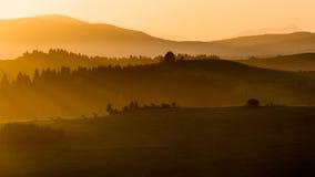 Felder und Hügel bei Sonnenaufgang nahe Dolny Kubin in Slowakei Lizenzfreies Stockbild