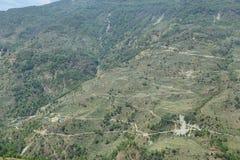 Felder und Holzhäuser in Nepal Lizenzfreie Stockfotos