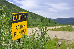 Feldflughafen in Alaska Stockfotos
