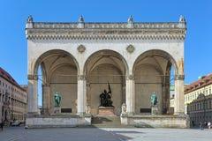 Feldherrnhalle на Odeonsplatz в Мюнхене, Германии Стоковая Фотография