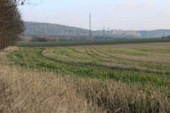 Feldhintergrundrand des Dorfs stockfotos