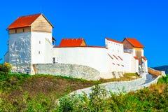 Feldioara, Brasov, Румыния: Средневековая крепость Marienburg в Tran стоковые изображения