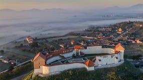 Feldioara fästning center stad gammala romania för brasov Fotografering för Bildbyråer
