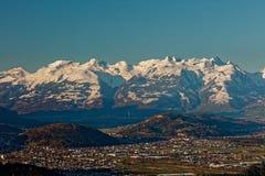 Feldkirch, Rhine dolina, Austria - wschód słońca nad Rhine doliną z śnieżnymi szczytami Apenzell Alps obraz stock
