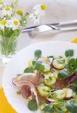 Feldsalat mit Schinken Stockbild