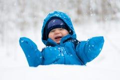 Felice nella neve Fotografie Stock Libere da Diritti