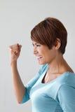 Felice, positivo, sorridendo, donna sicura che mostra la sua espressione positiva Immagini Stock