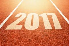 2017 Felices Año Nuevo, concepto corriente de la pista del deporte del atletismo Imagen de archivo libre de regalías