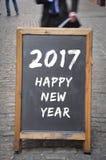 2017 Felices Año Nuevo en el panel al aire libre Fotos de archivo libres de regalías
