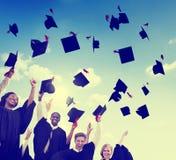 Felicidad Co de la celebración del logro del éxito de la graduación de los estudiantes Fotos de archivo libres de regalías