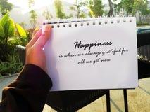 Felicidad con cita agradecida fotos de archivo