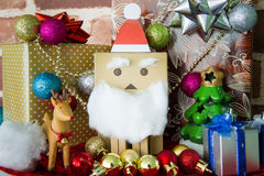 Felicidad del juguete de Santa Claus en día de la Navidad Imagen de archivo libre de regalías