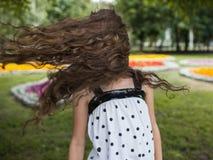 Felicidad del verano en el movimiento Fuerte viento Imágenes de archivo libres de regalías