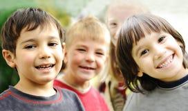 Felicidad sin el límite, niños felices Fotografía de archivo libre de regalías