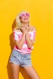 Felicidad a través de los vidrios rosados Imágenes de archivo libres de regalías