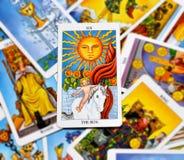 Felicidade da manifestação do calor da iluminação da alegria da vitalidade da energia da vida do cartão de tarô de The Sun ilustração royalty free