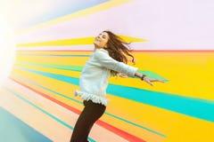 Felicidade fora na cidade moderna Foto de Stock Royalty Free