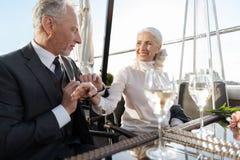 Felicidade idosa atrativa do sentimento da mulher Foto de Stock