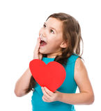 Felicidade - menina de sorriso com coração vermelho Fotografia de Stock