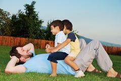 Felicidade, pai novo e crianças Imagens de Stock Royalty Free