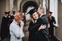 felicidade pais Felicitações estudante imagem de stock royalty free