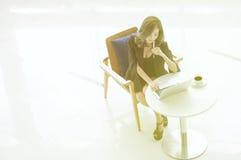 Felicidade a trabalhar, Ásia da mulher de negócios, Tailândia Fotografia de Stock