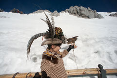 Felicità del viaggiatore sulla montagna della neve di Jade Dragon. Immagini Stock Libere da Diritti