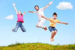 Felicità della famiglia esterna Fotografia Stock Libera da Diritti