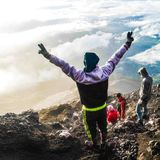 Felicit? dopo il raggiungimento della cima della montagna di Kerinci, Jambi, Indonesia immagini stock libere da diritti