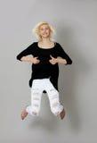 Felicità e libertà - saltando Fotografia Stock